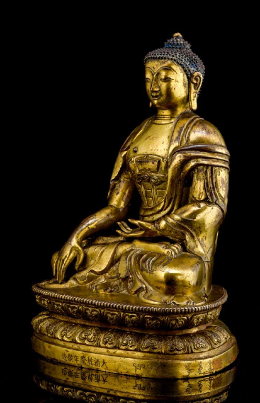 Fire-gilt Bronze of the Buddha Shakyamuni on a Lotus - photo 2