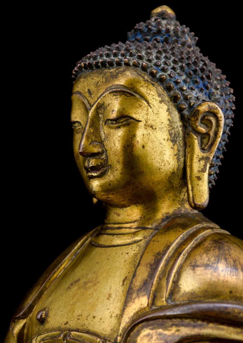 Fire-gilt Bronze of the Buddha Shakyamuni on a Lotus - photo 4