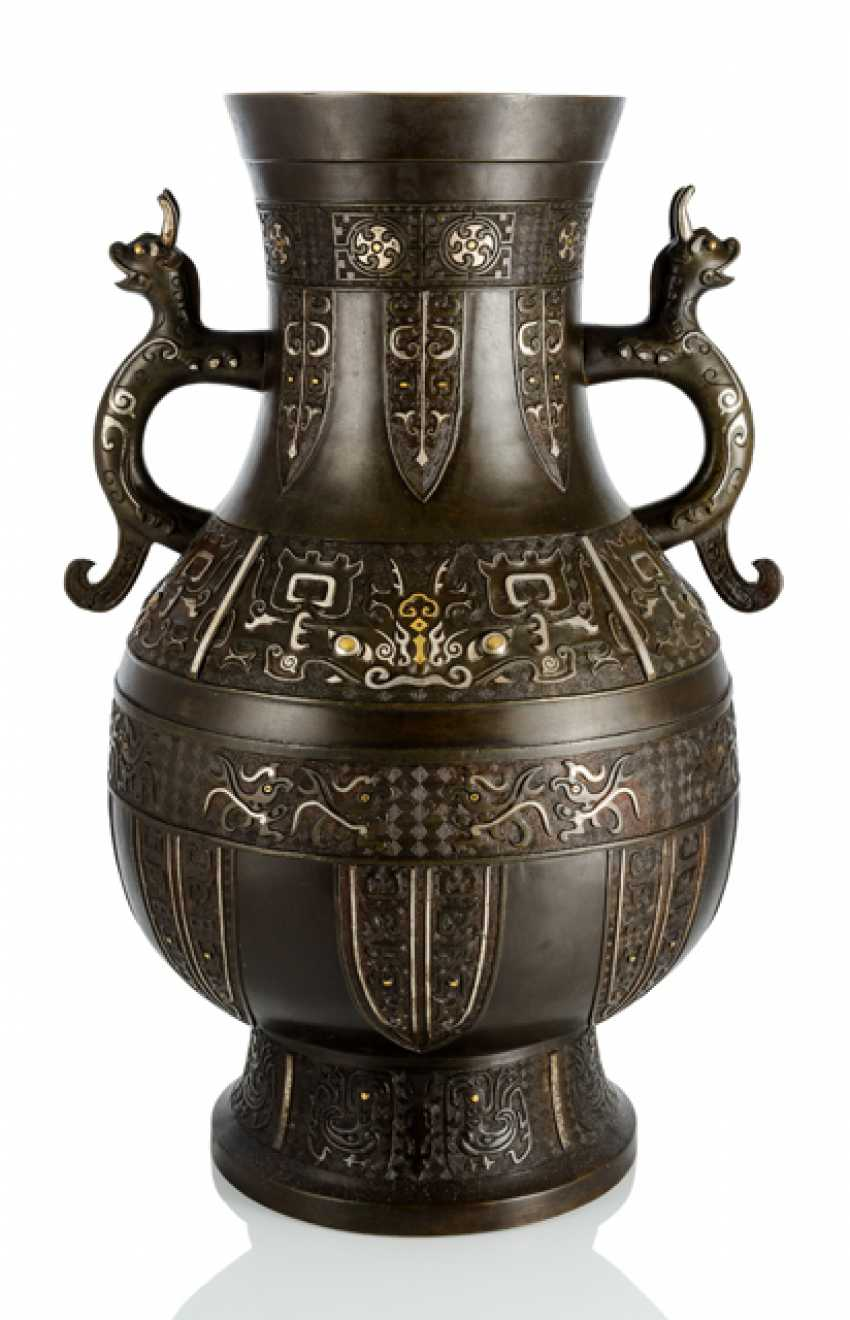 Very large Vase in the archaic style, with Gold and silver deposits - photo 1