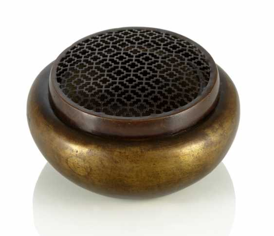 Hand warmer, made of Bronze with in breakthrough, snug fitting lid - photo 1