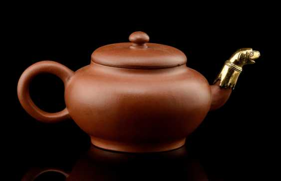 Fine Zisha tea pot with gold-plated mount on the spout - photo 1