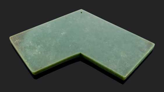 The sound of stone 'qing', from spinach green Khotan Jade - photo 1
