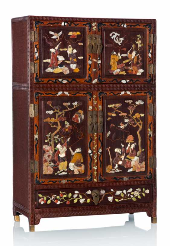 Fine lacquer red-Cabinet with hard wood, and various inlaid with the eight Immortals - photo 1