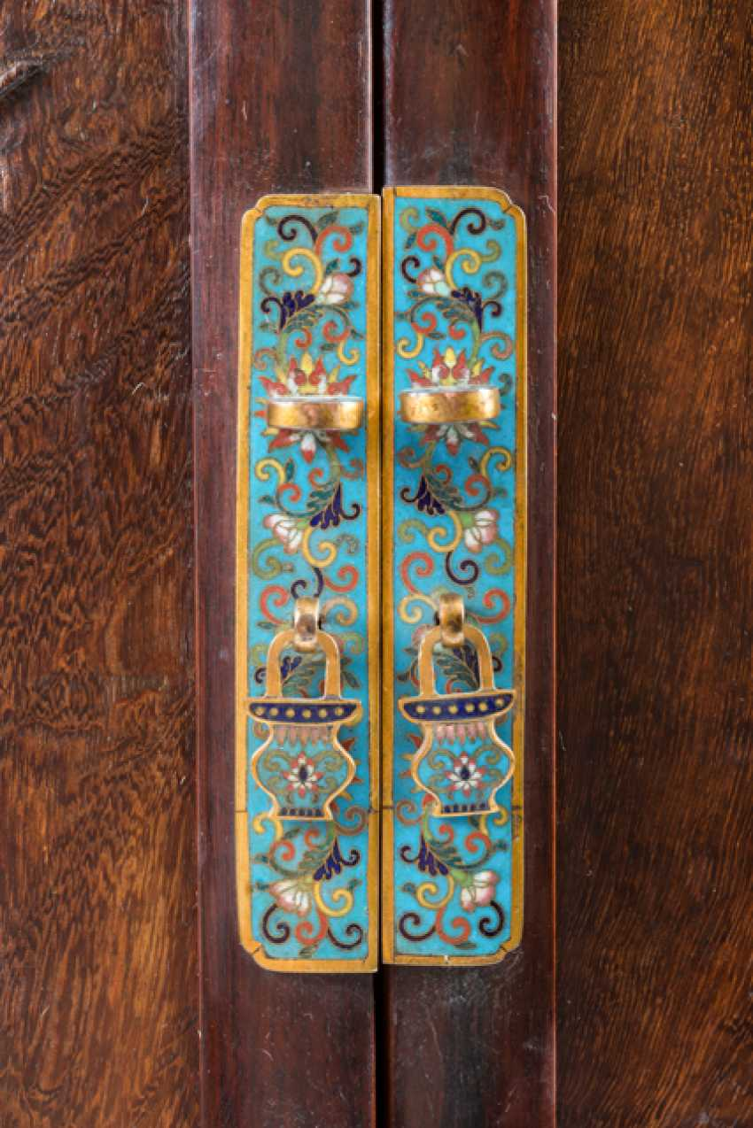 Some fine cabinets made of various Woods with Cloisonne fittings - photo 5
