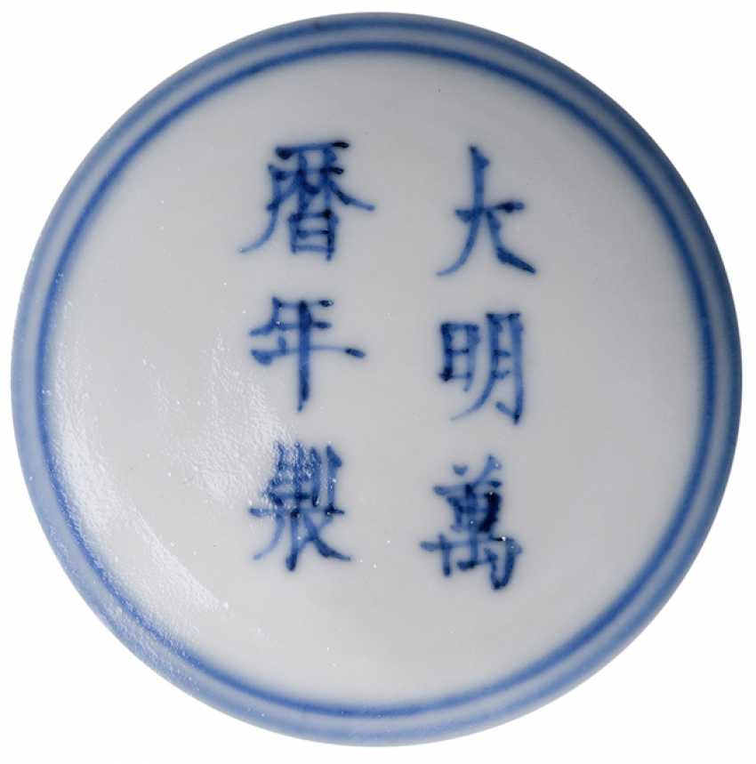 'Wucai'-glazed Vase in the Form of a 'Gu' - photo 2