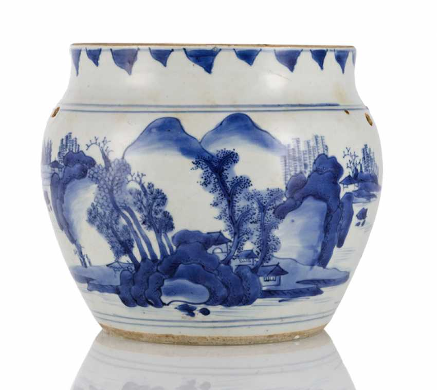 Blue-and-white glazed Cachepot with landscape decor - photo 1