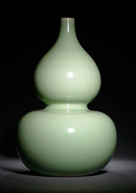 Calabash vase with Seldon coloured glaze - photo 1