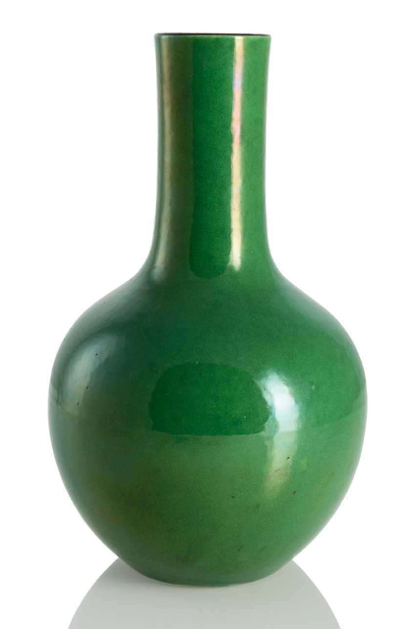 Apple green ball vase with fine hairline - photo 1