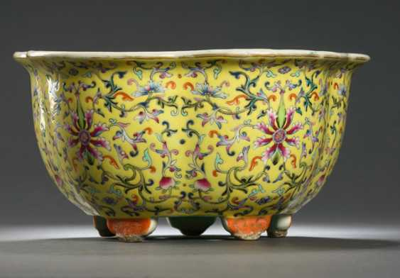 Pair of Cachepots made of porcelain with a yellow background, and Lotus decor with plates - photo 2
