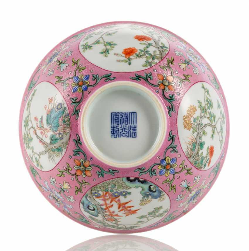 'Famille rose'bowl with pink Scraffiato decor and medallions - photo 1