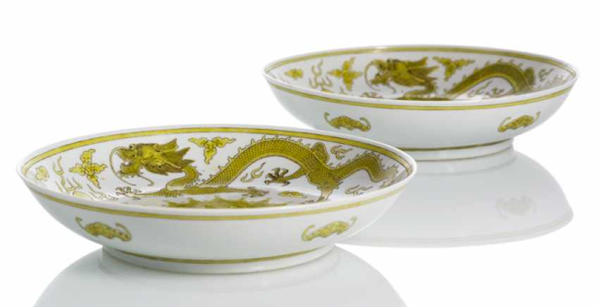 Pair of porcelain plate with dragon decoration in Yellow and brown - photo 2