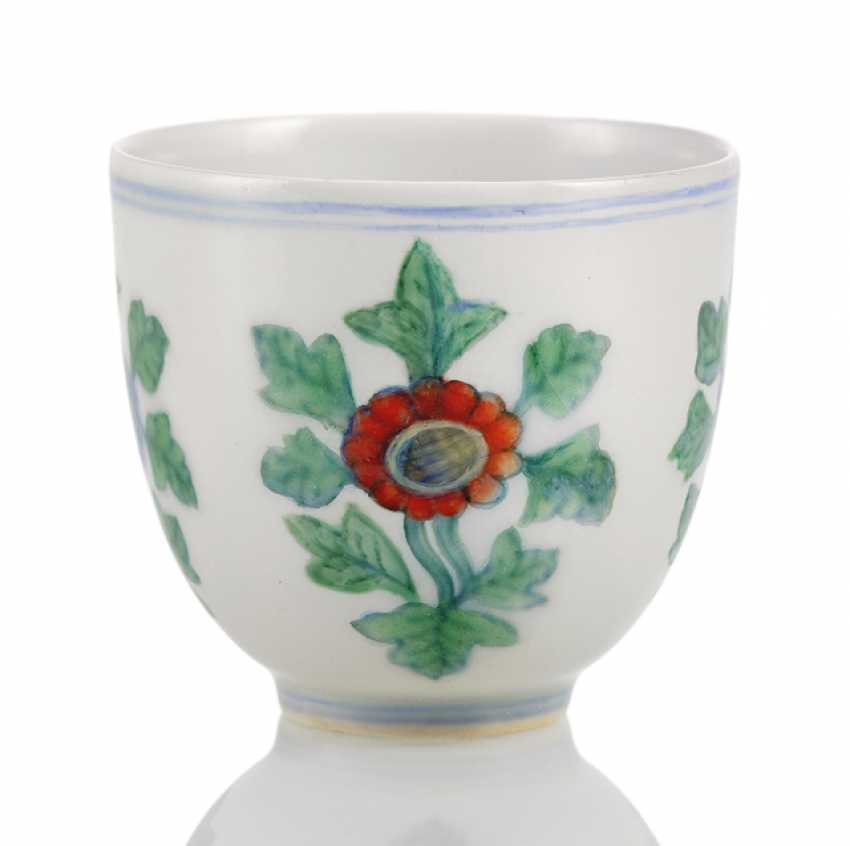 A fine 'Doucai'wine cups with the chrysanthemum pattern porcelain - photo 1