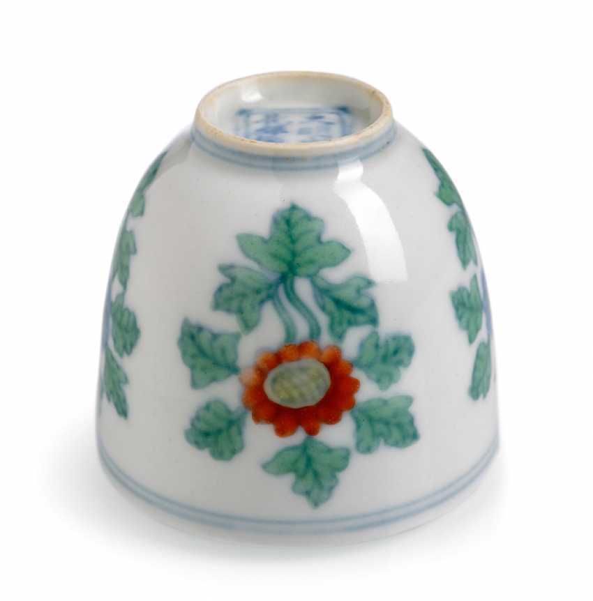 A fine 'Doucai'wine cups with the chrysanthemum pattern porcelain - photo 3