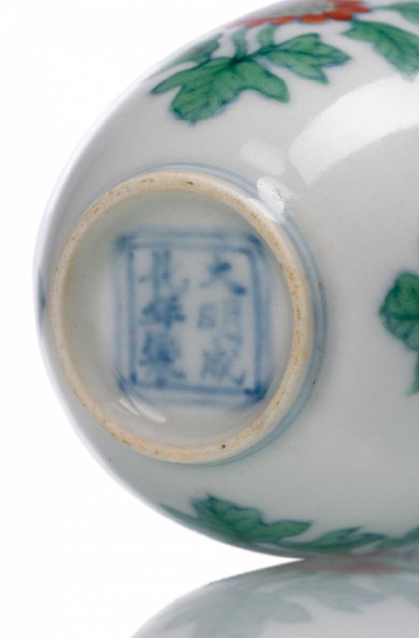 A fine 'Doucai'wine cups with the chrysanthemum pattern porcelain - photo 5