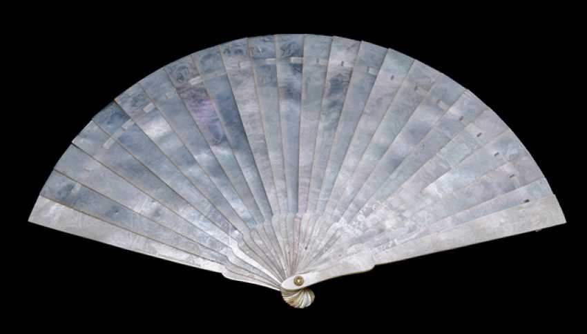 Fine, double-sided carved mother of pearl fan - photo 1