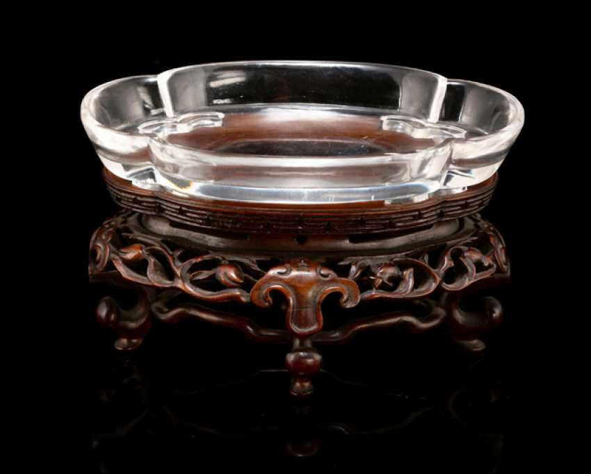 Fine brush washer made of transparent crystal, available in four passiger Form on wooden stand - photo 1