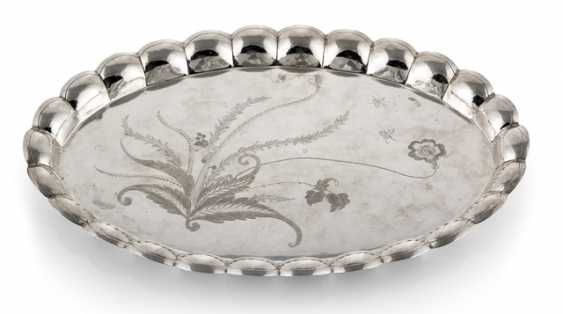 Oval silver tray with engraved Bütendekor - photo 1