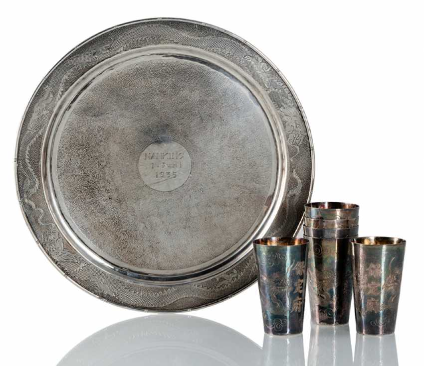 Silver plate with dragon decoration and dedication 'Nanking 1.June, 1935,' and six silver cups - photo 1