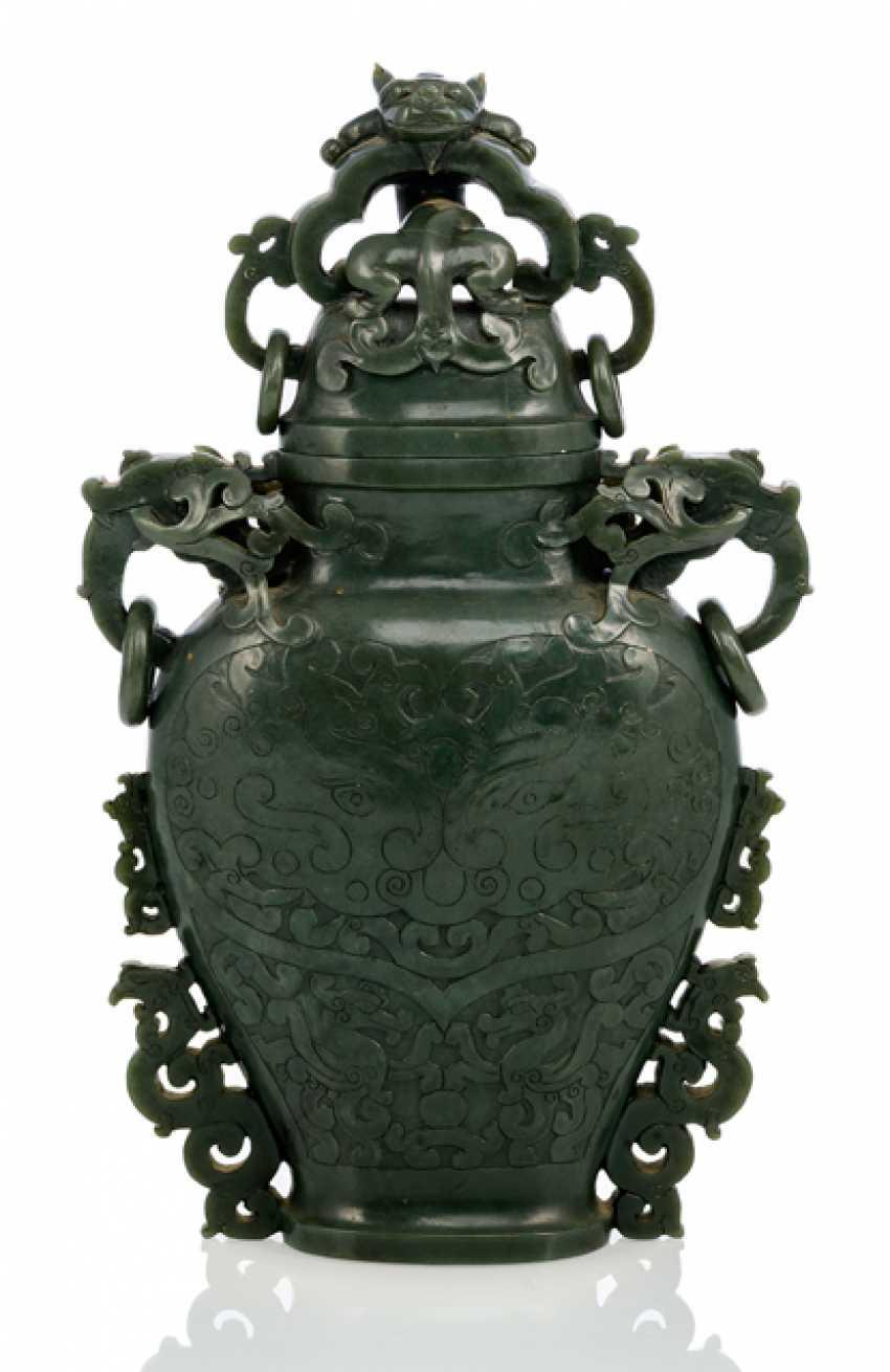 Lid vase, spinach green Jade, in the arachaischen style - photo 1
