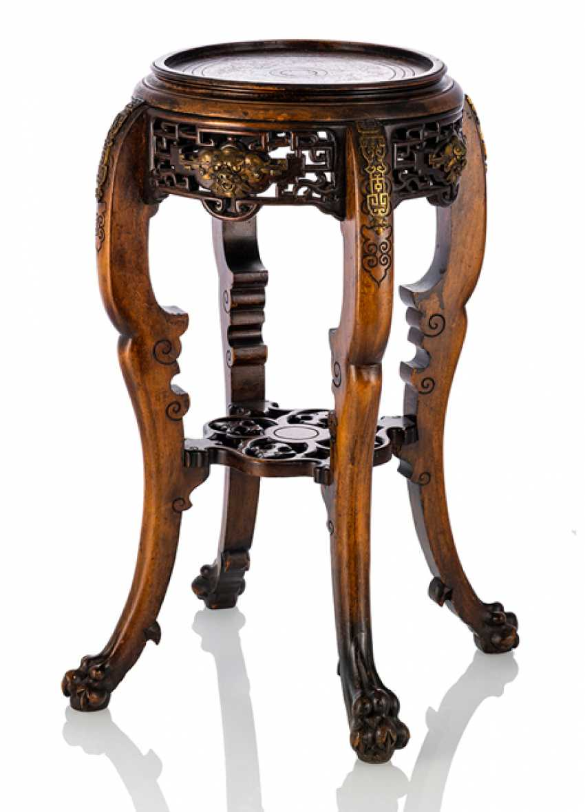 Vase stand made of wood in the Chinese style - photo 1