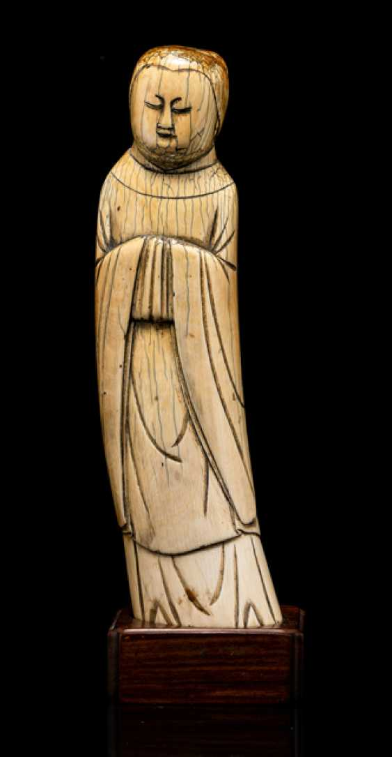 Figure of a standing lady from ivory - photo 1