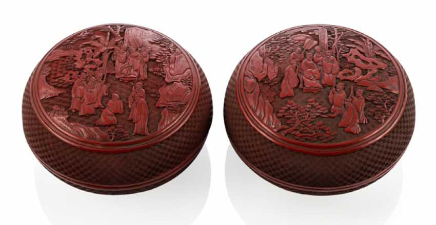 Pair of heavy resin / soapstone-lid cans with the decor of Roman scenes - photo 1