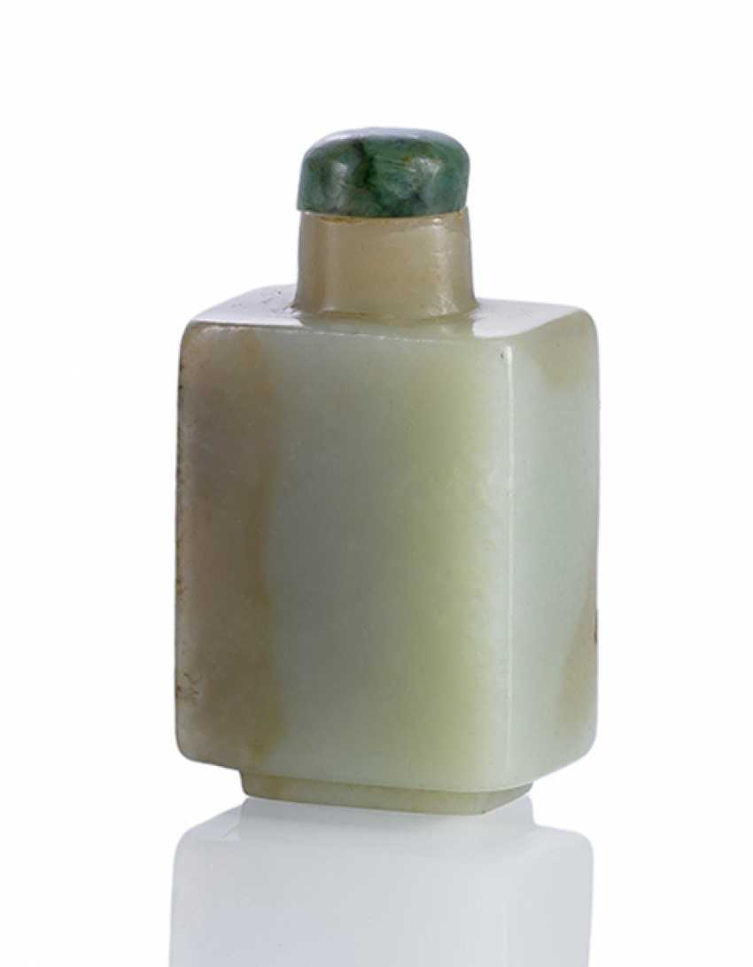 Rectangular Snuffbottle made of Jade with grey-beige tint - photo 1