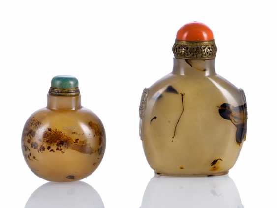 Two agate Snuffbottles with decorative drawing - photo 1