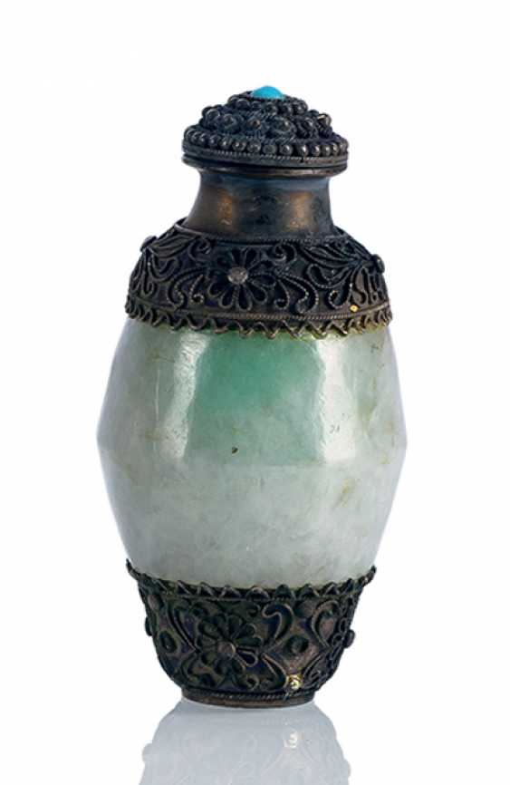Jadeite-Snuffbottle with silver mounts - photo 1