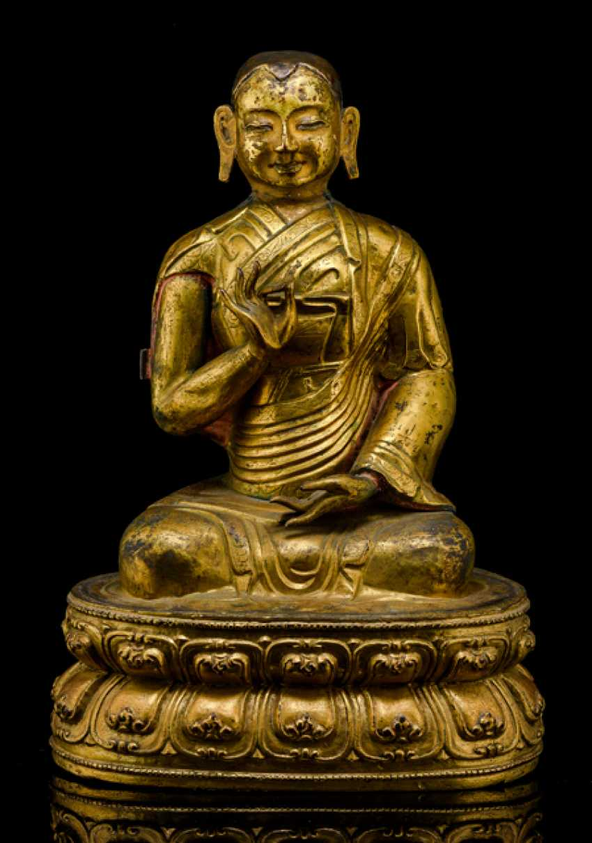 Feuervergoldete Pushed-Figur eines sitzenden Lama - photo 1