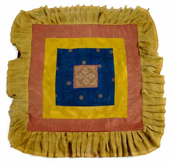 Throne or Altar cloth made of silk with appliqués and a multi-layered pennants - photo 1