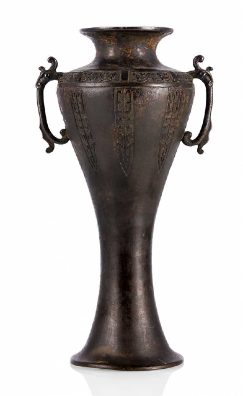 Shoulder vase, made of Bronze with archaic décor - photo 1