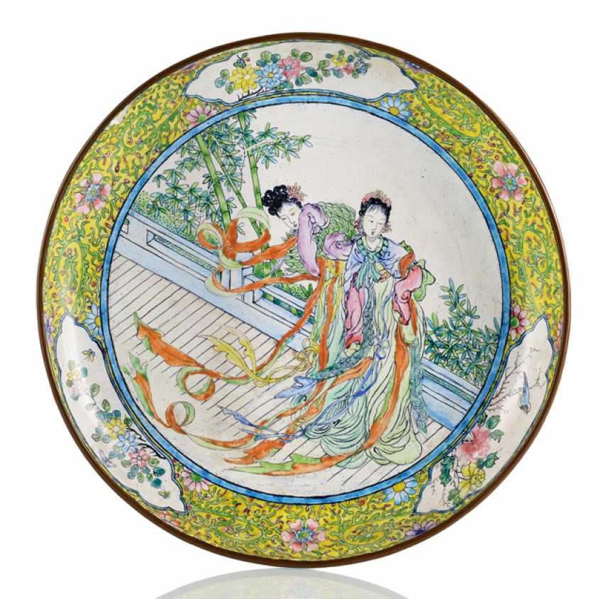 Canton enamel plate with ladies on a terrace next to bamboo - photo 1