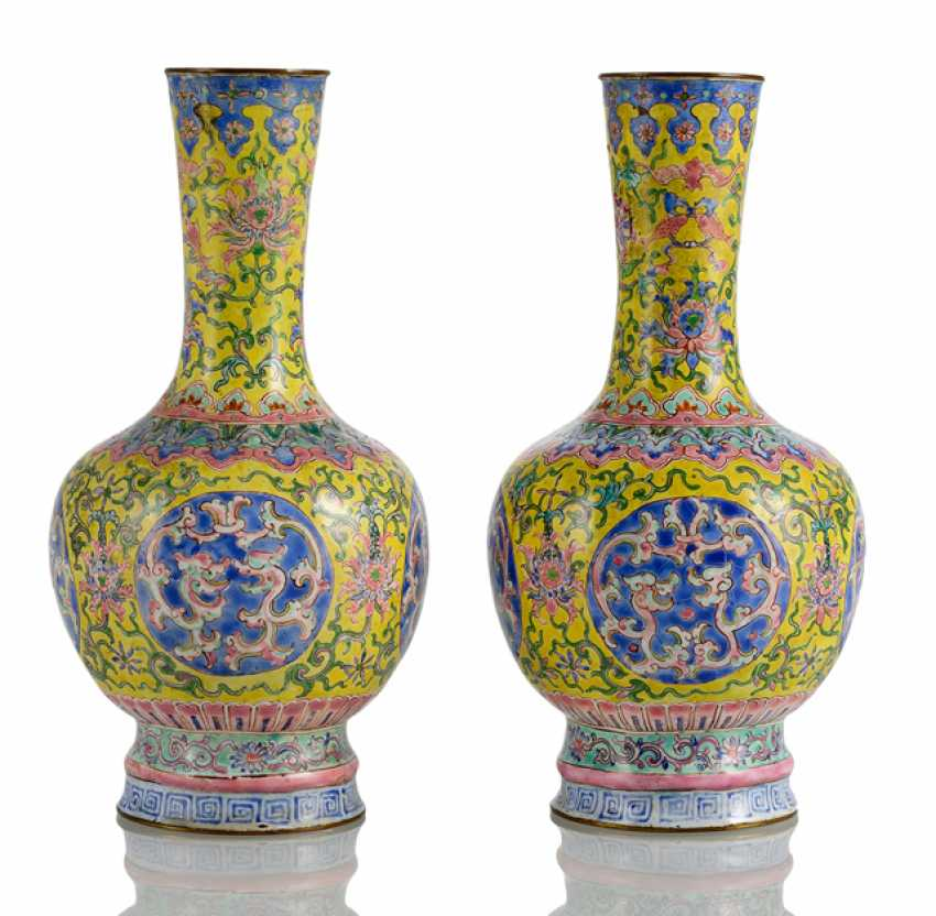 Pair of Canton enamel vases with dragon medallions and blossom decor - photo 1