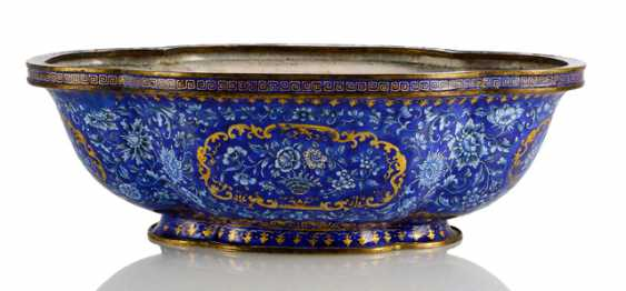 A large Canton enamel Jardiniere in four passiger shape and floral decoration on a blue background - photo 1