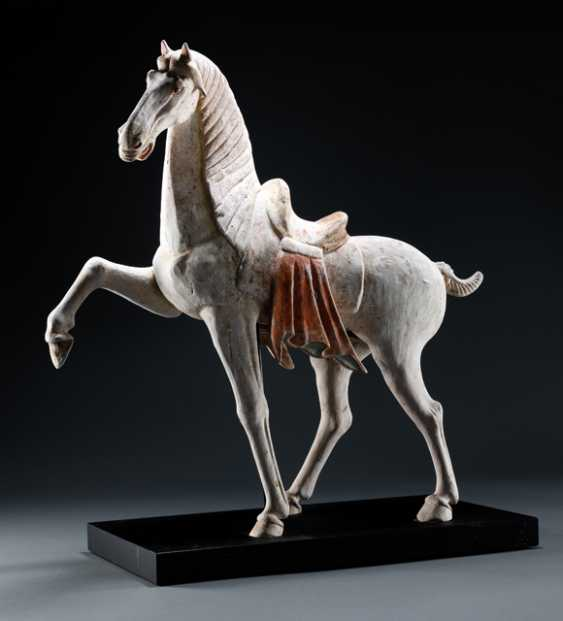 Horse made of Earthenware with traces of cold paint - photo 1