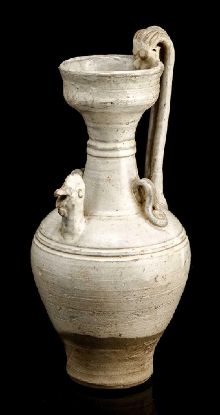 Cizhou-jug with cream glaze and cock head spout - photo 1