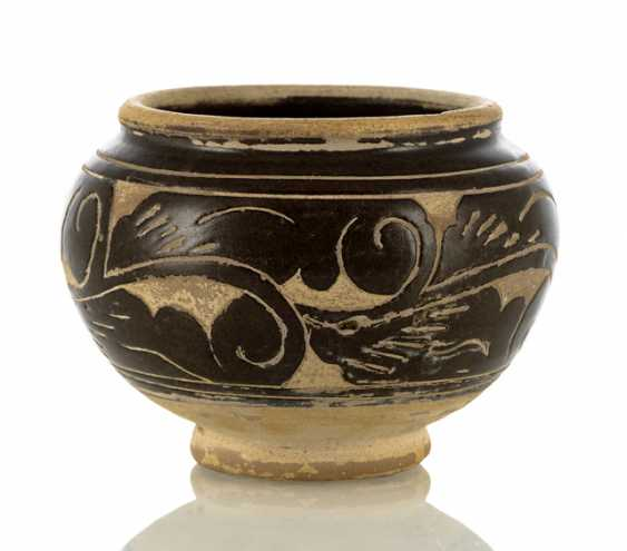 Small brown glazed Sgraffito shoulder pot with stylized vines decor - photo 1
