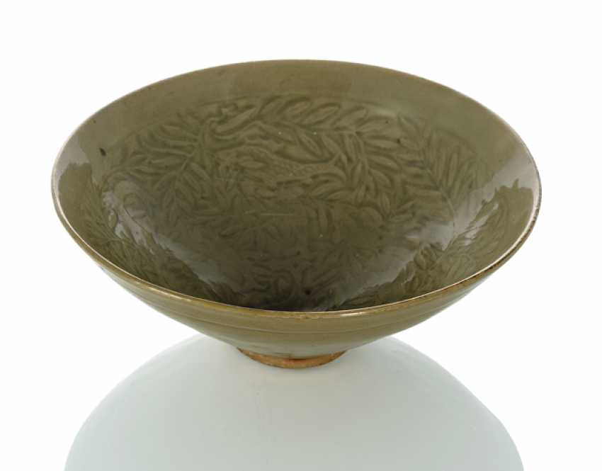 'Yaozhou'bowl with decoration of fish and aquatic plants - photo 1