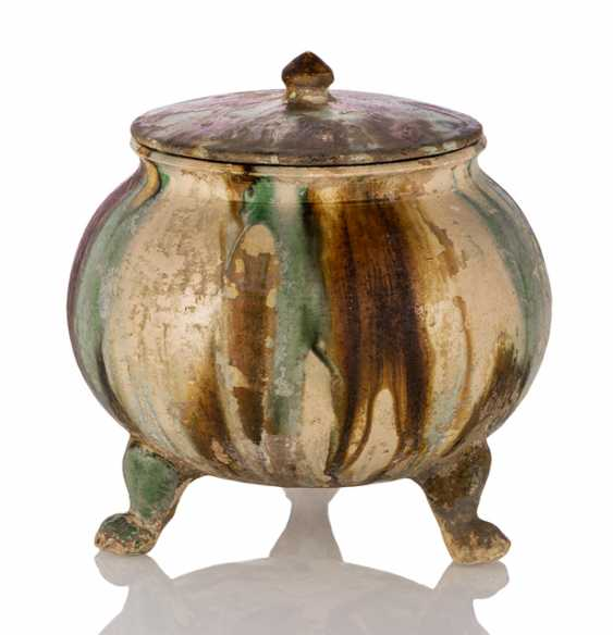 'Sancai'-glazed cover pot with three legs shaped legs - photo 1