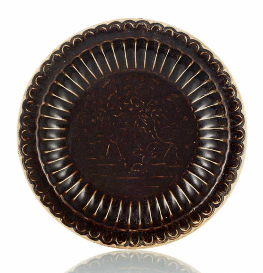 Brown glazed ribbed plate with decoration of cranes - photo 1