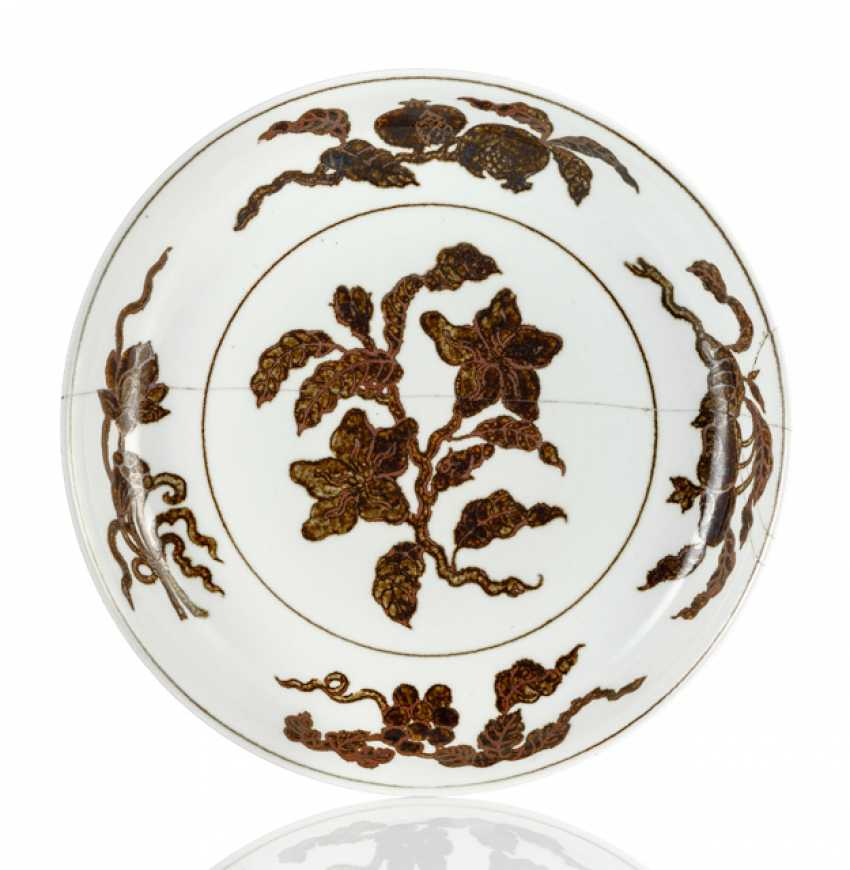 Unusual dish with a decoration of flower branches in iron-brown - photo 1