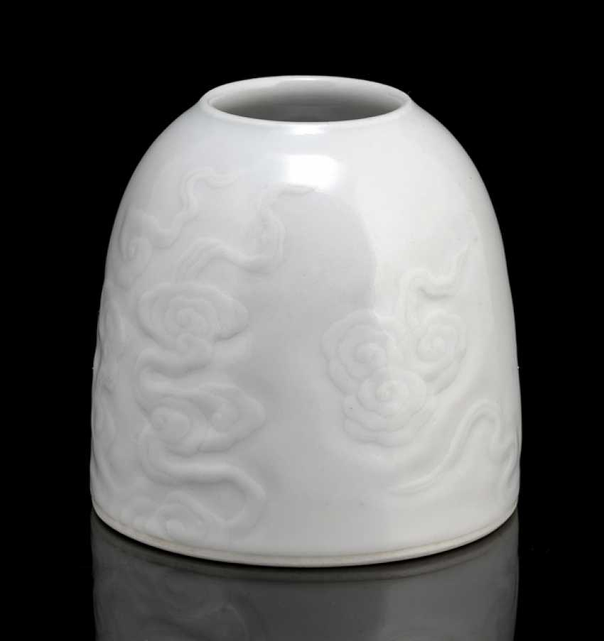 White-glazed brush washer with a cloud decor in Relief - photo 1