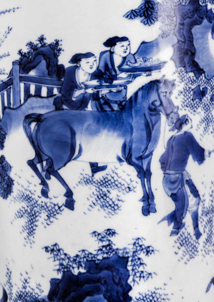 'Rolwagen'Vase with blue-and-white decorated a romantic scene - photo 2