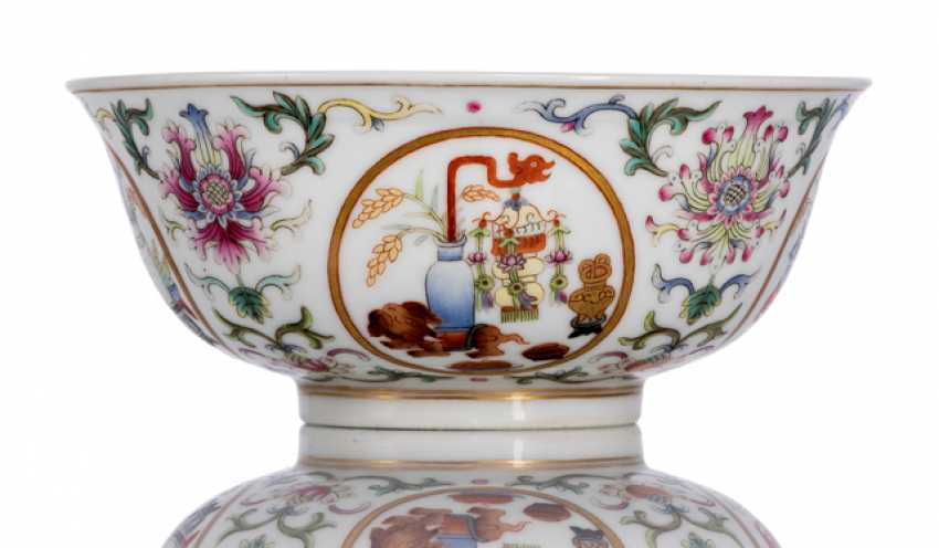 'Famille rose'bowl made of porcelain with medallions - photo 1