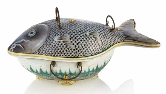 The lid of the vessel made of porcelain in the Form of a carp - photo 1