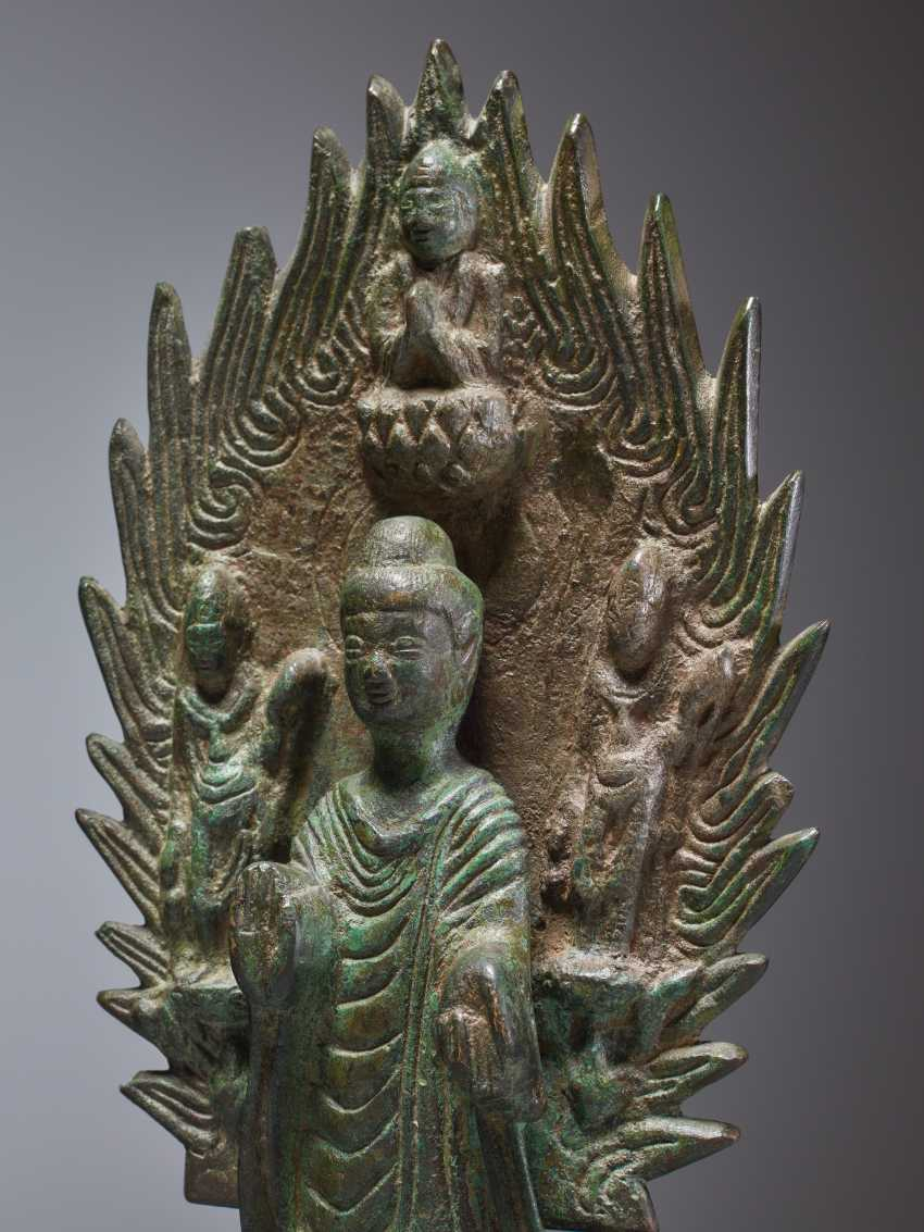 EARLY BRONZE OF A BUDDHA IN FRONT OF A FLAMING NIMBUS WITH DATING 571