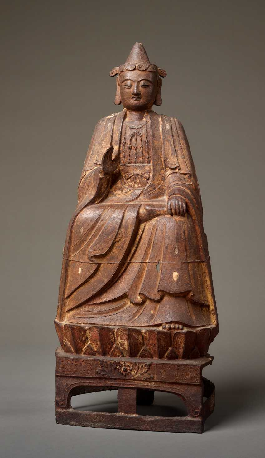 LARGE MUSEUM-LIKE IRON SCULPTURE OF AN ENTHRONED BODHISATTVA DATING TO 1521