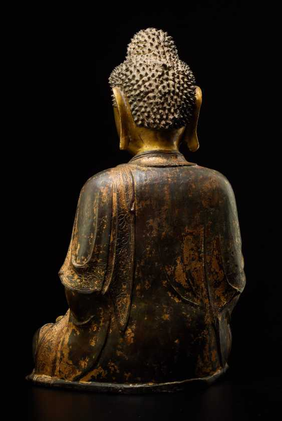 A PARTIALLY FIRE-GILT BRONZE OF THE MEDICINE BUDDHA, BHAISHAJYA-GURU - photo 3