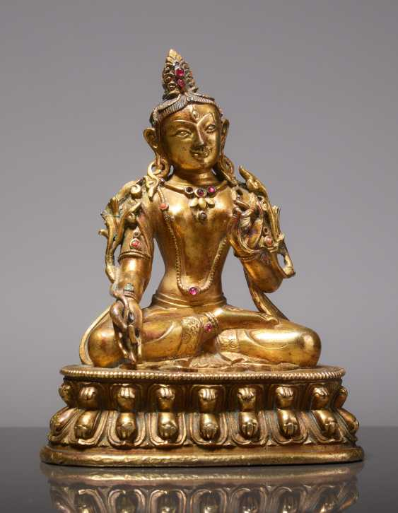 EARLY SMALL BRONZE FIGURE OF WHITE TARA WITH A MAGNIFICENT GOLD PLATING AND RUBIES